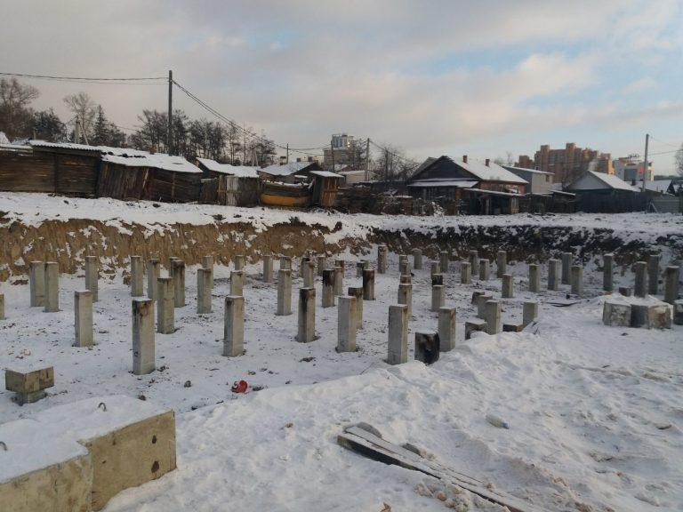 Сваи под снегом