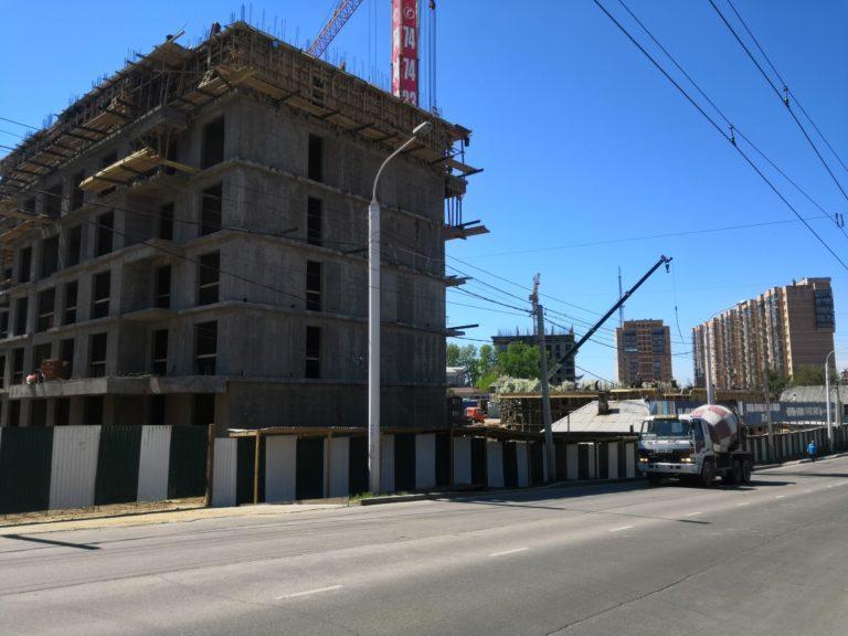 Стройка многоквартирного дома в Иркутске