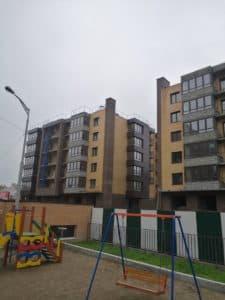 ЖК Ангара в процессе строительства со стороны детской площадки