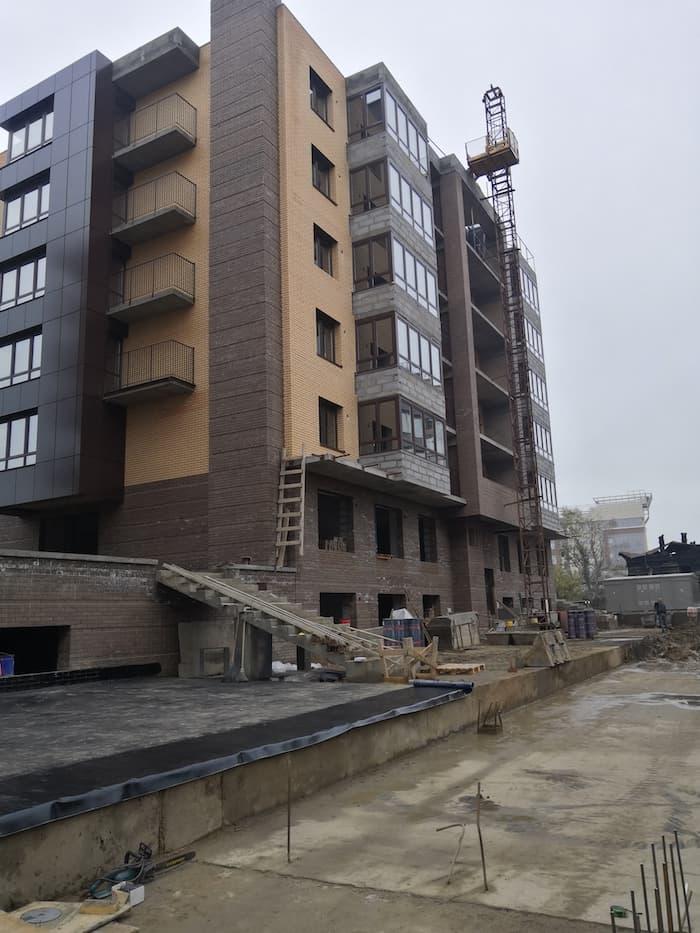 ЖК Ангара в процессе строительства со стороны площадки