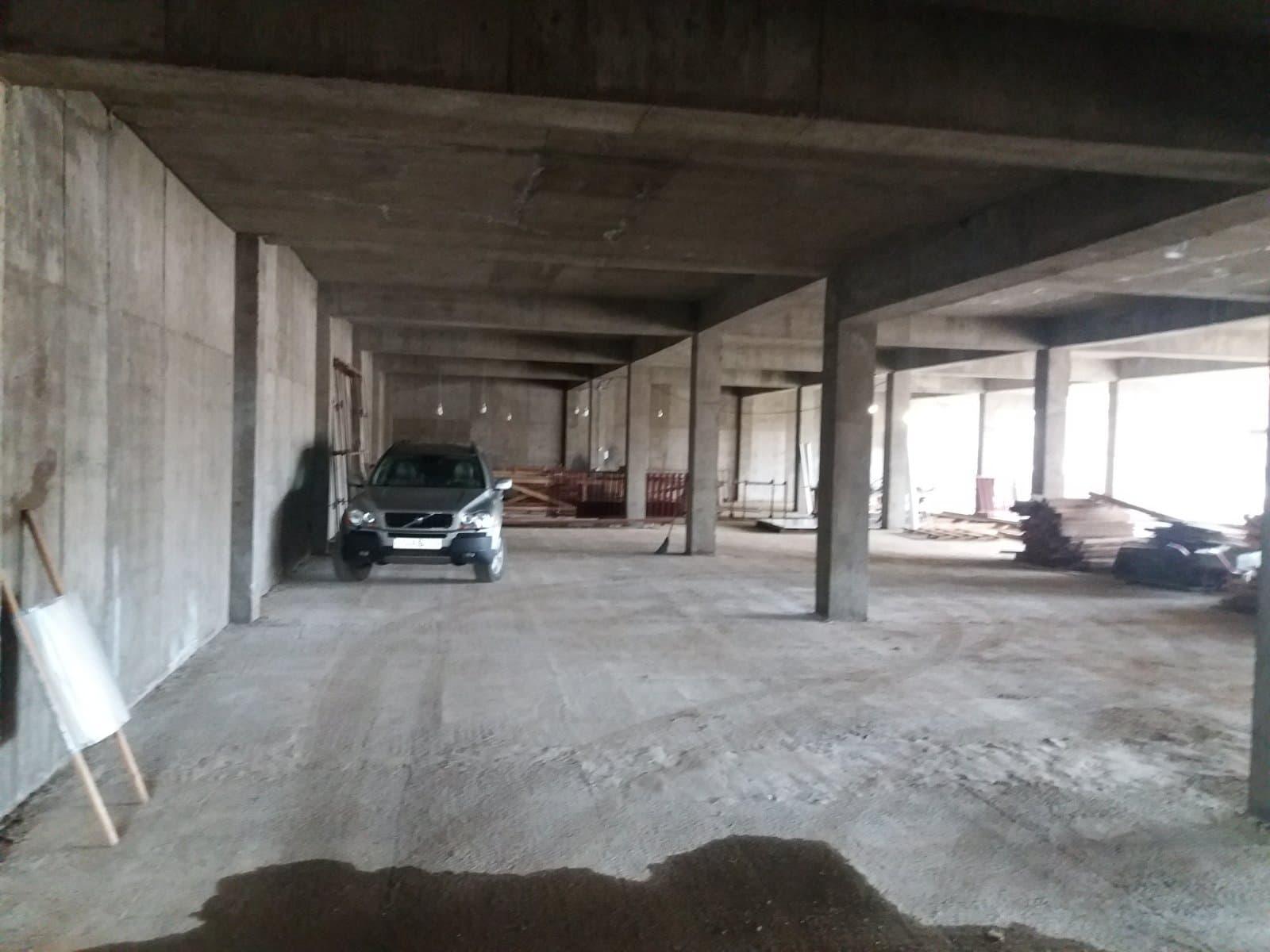 Автопарковка строится