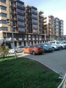 Парковка возле стройплощадки